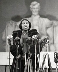 Marian Anderson in front of the Lincoln Memorial